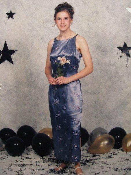 photo at prom alone, nbd
